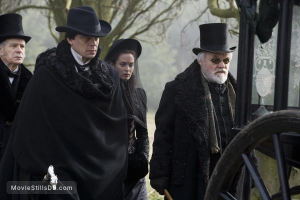 The Wolfman - Publicity still of Benicio del Toro, Anthony Hopkins & Emily Blunt