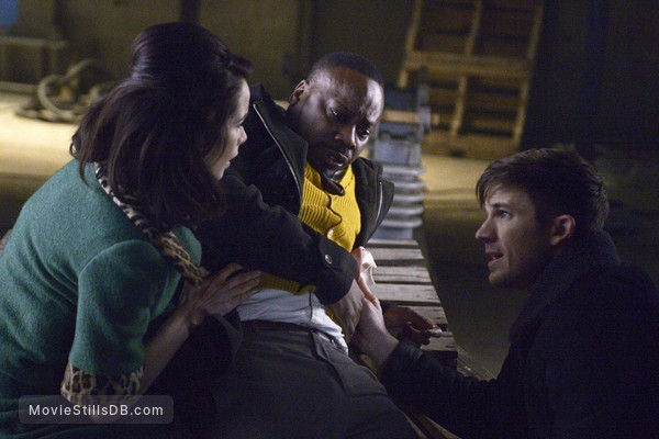Timeless - Publicity still of Abigail Spencer, Matt Lanter & Malcolm Barrett