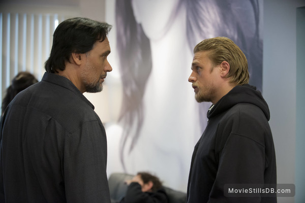Sons of Anarchy - Publicity still of Jimmy Smits & Charlie Hunnam