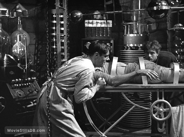 Frankenstein - Publicity still of Colin Clive & Dwight Frye