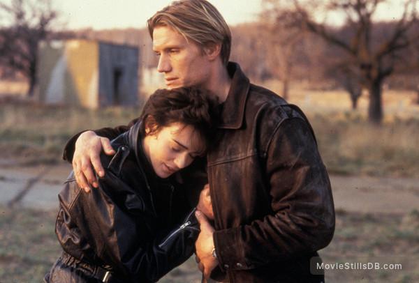 The Shooter - Publicity still of Dolph Lundgren & Maruschka Detmers