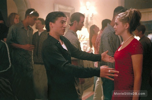 10 Things I Hate About You - Publicity still of Larisa Oleynik & Andrew Keegan