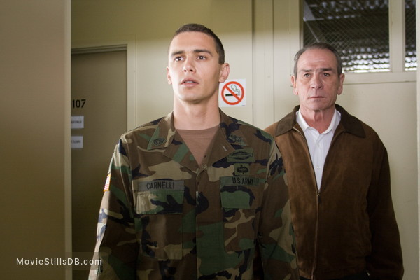 In the Valley of Elah - Publicity still of Tommy Lee Jones & James Franco
