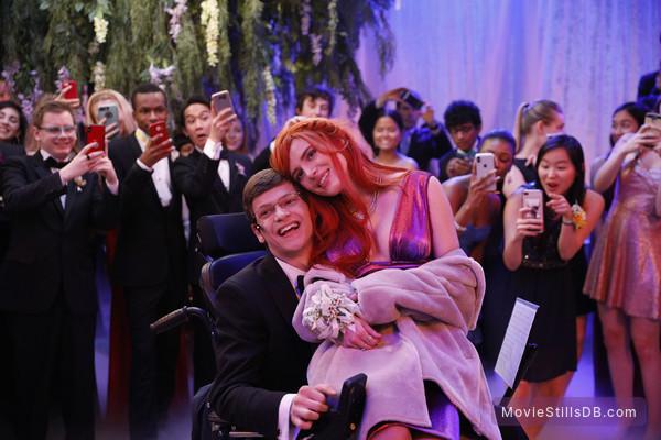 Speechless - Episode 3x19 publicity still of Bella Thorne
