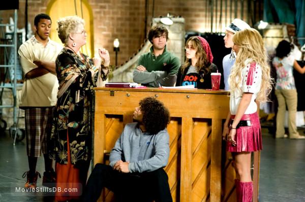 High School Musical 3: Senior Year - Publicity still of Corbin Bleu, Alyson Reed, Olesya Rulin, Ryne Sanborn, Ashley Tisdale & Lucas Grabeel