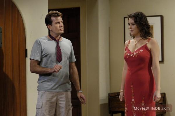Two and a Half Men - Publicity still of Charlie Sheen & Melanie Lynskey
