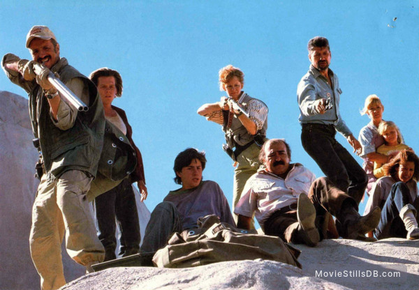 Tremors - Publicity still of Kevin Bacon & Fred Ward
