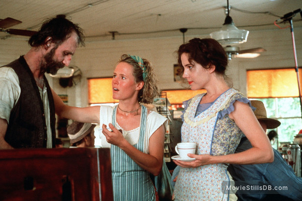 Fried Green Tomatoes - Publicity still of Mary-Louise Parker, Mary Stuart Masterson & Timothy Scott