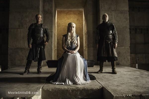 Game of Thrones - Publicity still of Emilia Clarke, Iain Glen & Ian McElhinney