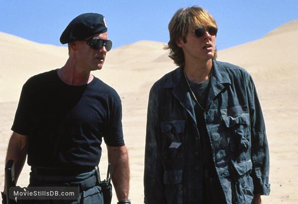 Stargate - Publicity still of Kurt Russell & James Spader