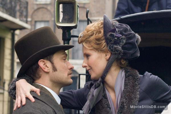 Sherlock Holmes - Publicity still of Jude Law & Kelly Reilly