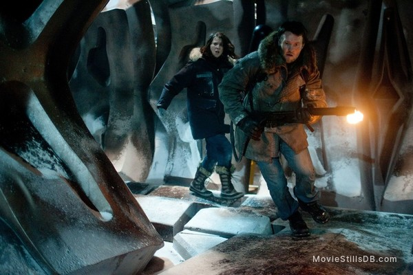 The Thing - Publicity still of Mary Elizabeth Winstead & Joel Edgerton