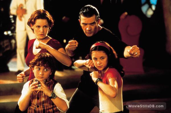 Spy Kids - Publicity still of Alexa PenaVega, Daryl Sabara, Antonio Banderas & Carla Gugino