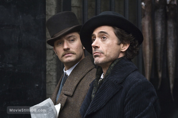 Sherlock Holmes - Publicity still of Jude Law & Robert Downey Jr.