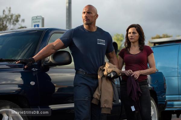 San Andreas - Publicity still of Carla Gugino & Dwayne Johnson