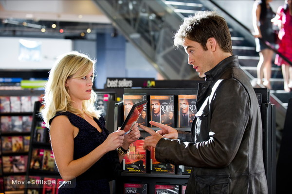 This Means War - Publicity still of Reese Witherspoon & Chris Pine