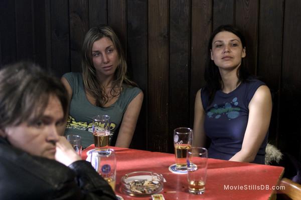Hostel - Publicity still of Derek Richardson, Jana Kadeřábková & Barbara Nedeljáková