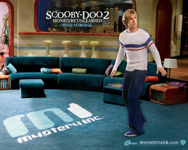 Scooby Doo 2 Monsters Unleashed Wallpaper With Freddie Prinze Jr
