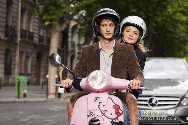 20 ans d'écart - Publicity still of Virginie Efira & Pierre Niney