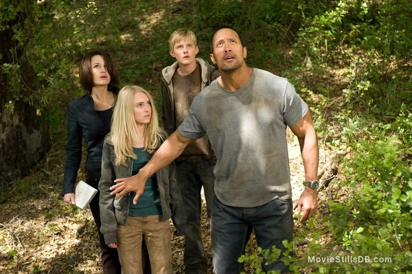 Race to Witch Mountain - Publicity still of Carla Gugino, Dwayne Johnson, AnnaSophia Robb & Alexander Ludwig