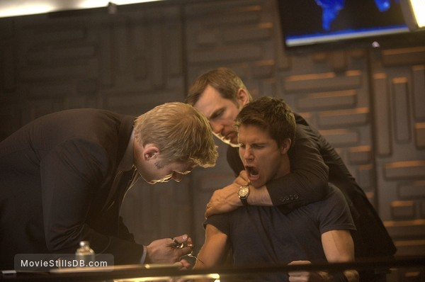 The Tomorrow People - Publicity still of Mark Pellegrino & Robbie Amell