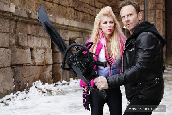 Sharknado 5: Global Swarming - Publicity still of Tara Reid & Ian Ziering