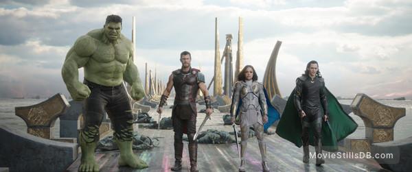 Thor: Ragnarok - Publicity still of Mark Ruffalo, Tessa Thompson, Chris Hemsworth & Tom Hiddleston