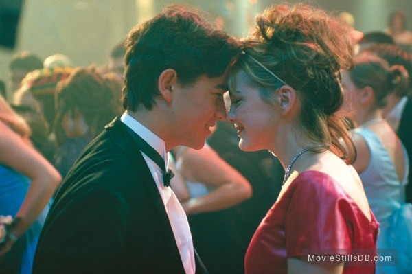 10 Things I Hate About You - Publicity still of Joseph Gordon-Levitt & Larisa Oleynik