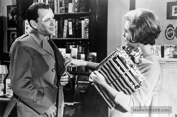 The Manchurian Candidate - Publicity still of Frank Sinatra & Janet Leigh