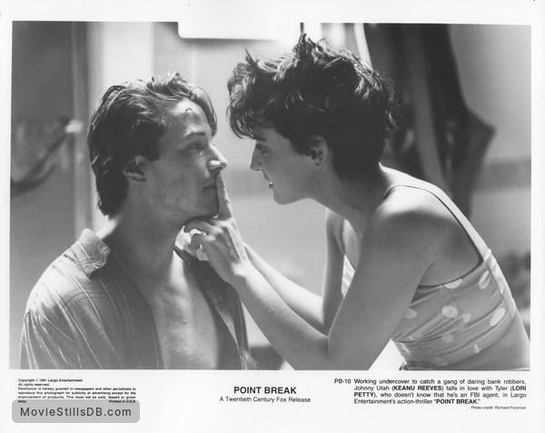 Point Break - Publicity still of Keanu Reeves & Lori Petty