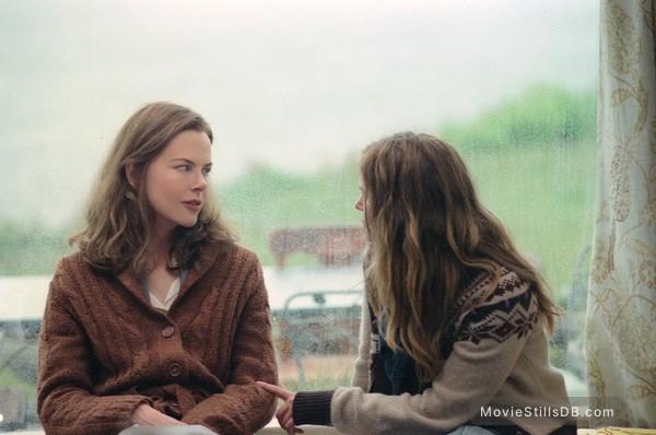 Margot at the Wedding - Publicity still of Jennifer Jason Leigh & Nicole Kidman