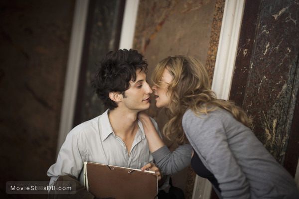 20 ans d'écart - Publicity still of Virginie Efira & Pierre Niney