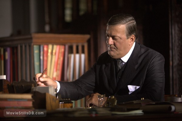 The Man Who Knew Infinity - Publicity still of Stephen Fry