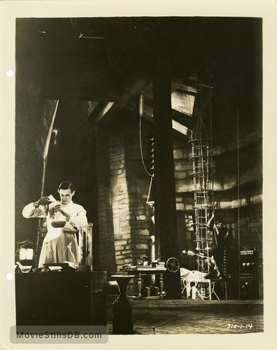 Frankenstein - Publicity still of Colin Clive