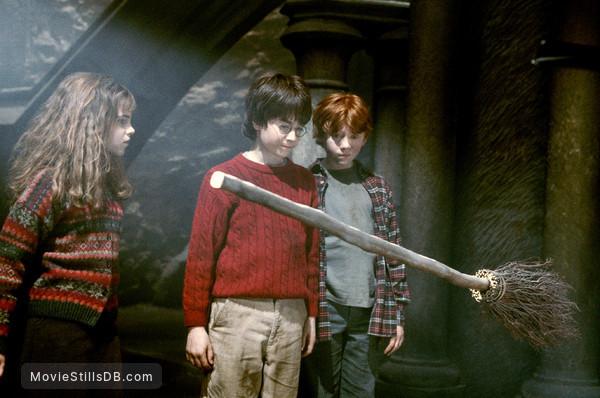 Harry Potter and the Sorcerer's Stone - Publicity still of Daniel Radcliffe, Rupert Grint & Emma Watson