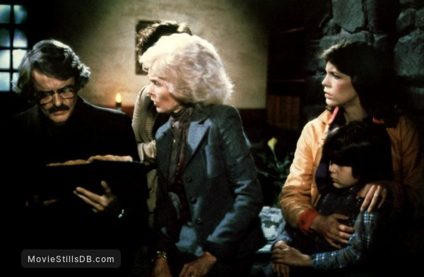 The Fog - Publicity still of Hal Holbrook, Jamie Lee Curtis, Janet Leigh & Ty Mitchell