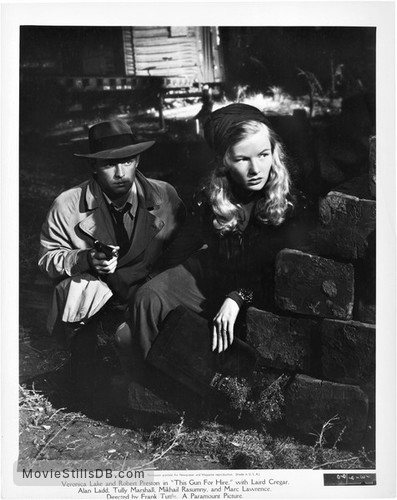 This Gun for Hire - Publicity still of Veronica Lake & Alan Ladd