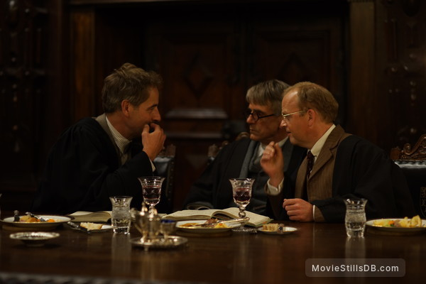 The Man Who Knew Infinity - Publicity still of Jeremy Irons, Toby Jones & Jeremy Northam