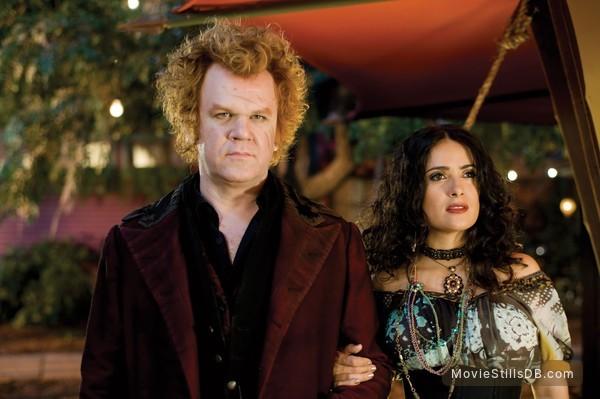 Cirque du Freak: The Vampire's Assistant - Publicity still of John C. Reilly & Salma Hayek