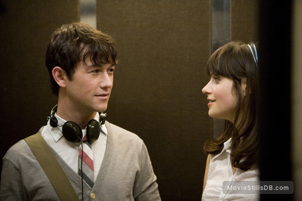 (500) Days of Summer - Publicity still of Zooey Deschanel & Joseph Gordon-Levitt