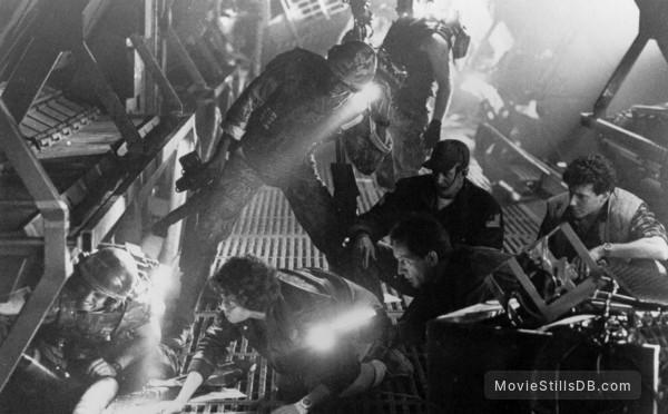 Aliens - Publicity still of Michael Biehn, Sigourney Weaver, Lance Henriksen & Paul Reiser