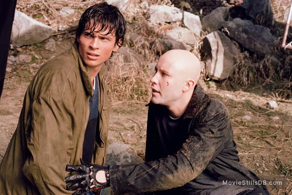 Smallville - Publicity still of Tom Welling & Michael Rosenbaum