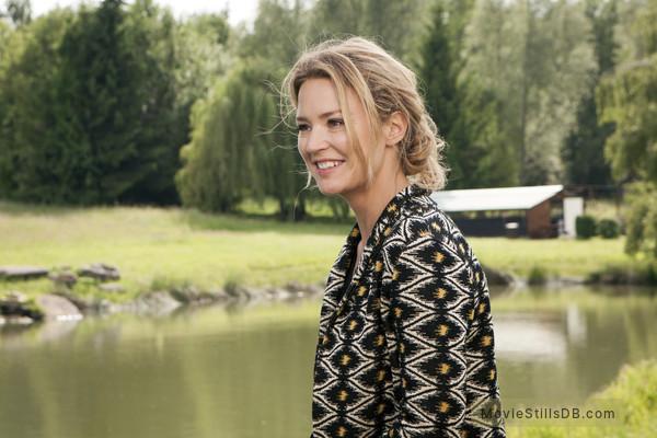20 ans d'écart - Publicity still of Virginie Efira