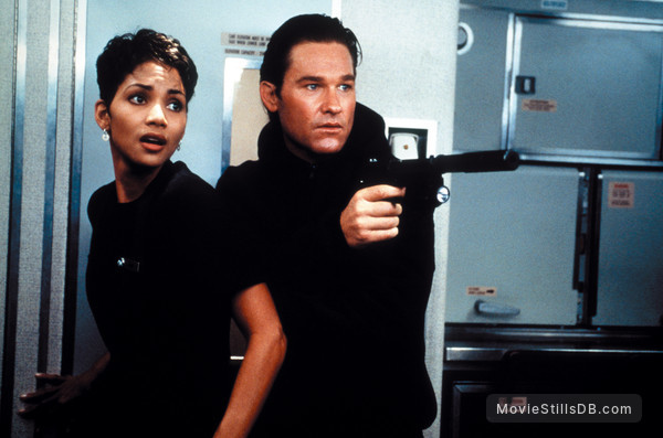 Executive Decision - Publicity still of Kurt Russell & Halle Berry