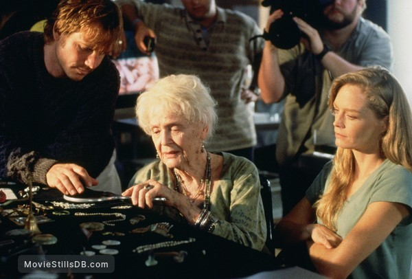 Titanic - Publicity still of Bill Paxton, Gloria Stuart & Suzy Amis