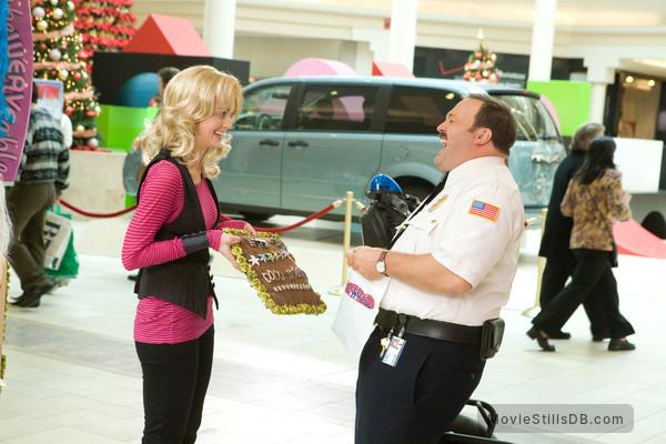 Paul Blart: Mall Cop - Publicity still of Kevin James & Jayma Mays