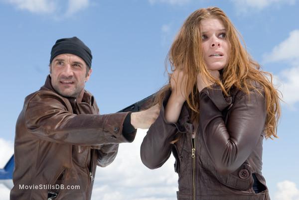 Shooter - Publicity still of Kate Mara & Elias Koteas