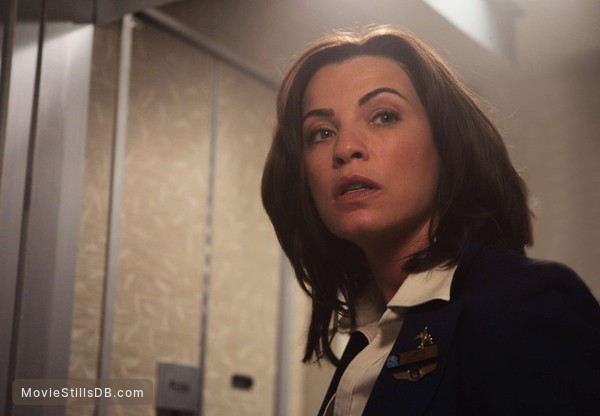 Snakes On A Plane - Publicity still of Julianna Margulies