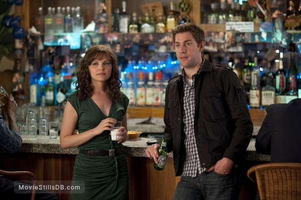 Something Borrowed - Publicity still of John Krasinski & Ginnifer Goodwin