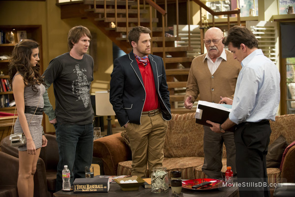 Anger Management - Publicity still of Noureen DeWulf, Derek Richardson, Michael Arden, Barry Corbin & Charlie Sheen